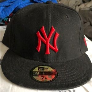 Black and Red NY hat